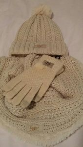 UGG cream 3peace infinity scarf, Hat and glove set